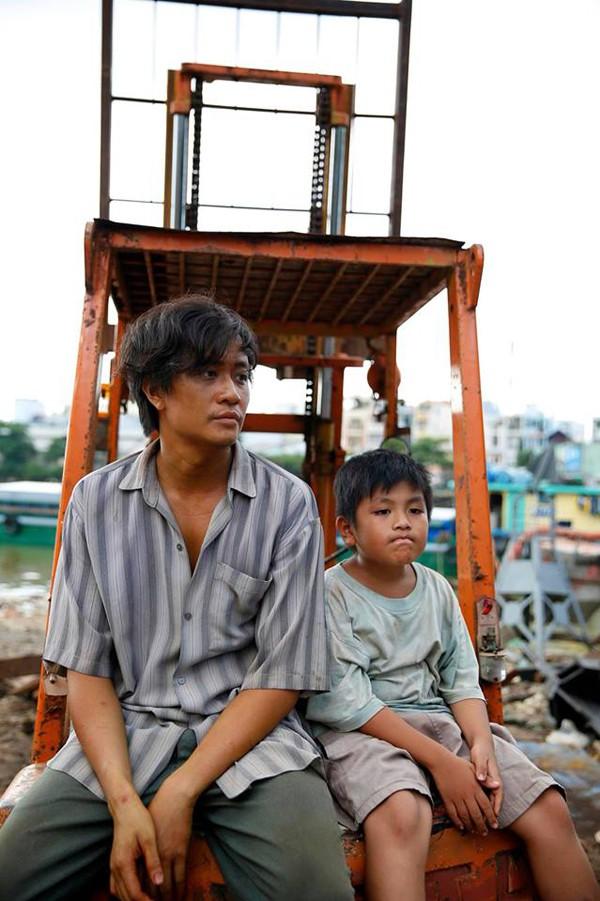 Lương Mạnh Hải trong phim Khi con là nhà.