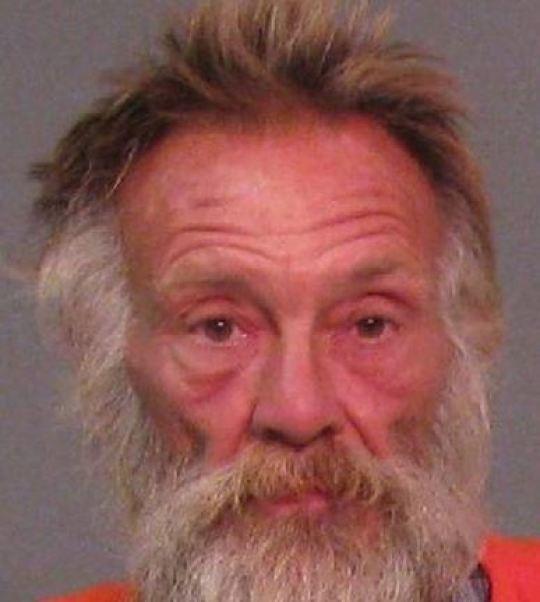 Người vô gia cư Leonard Dale Dover, 56 tuổi, đã bị bắt giữ vì hành vi đồi bại