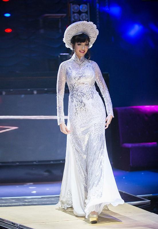 Hoa hậu Thiên Nga hiện tại đang định cư tại Mỹ