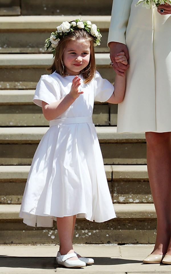 Cô công chúa Charlotte sinh ngày 2/5/2015. Charlotte khiến người dân Anh yêu thích vì có vẻ ngoài giống y nữ hoàng Anh lúc bé.
