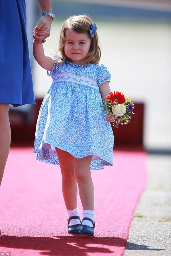 Được biết, Charlotte đã trở thành người làm nên lịch sử Hoàng gia Anh khi là công chúa đầu tiên không phải nhường vị trí thừa kế cho em trai mới sinh.