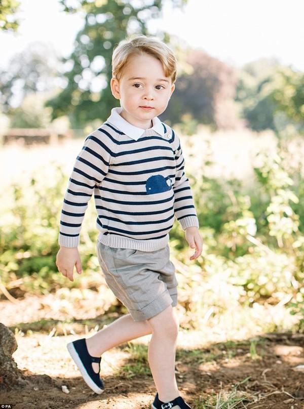 Hoàng tử George xứ Cambridge là người con lớn nhất và cũng là con trai trưởng của Hoàng tử William, Công tước Cambridge và Catherine, Nữ Công tước xứ Cambridge. Cậu bé sinh năm 2013.