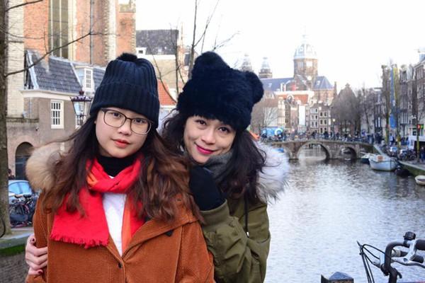 Khánh Ly và con gái.