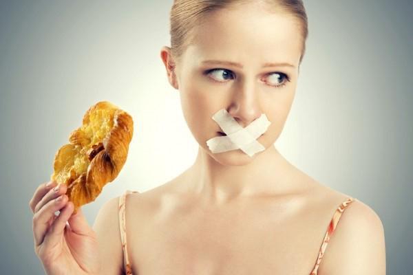Các bác sĩ cảnh báo trong chế độ ăn uống của người muốn giảm cân, phải cân đối các thành phần dinh dưỡng hợp lý.
