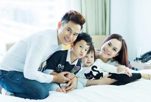 MC Hồng Phúc và vợ - Quỳnh Phượng có hai con: con trai Hồng Long (bé Chíp) năm nay 7 tuổi và con gái Quỳnh Phương năm nay 3 tuổi