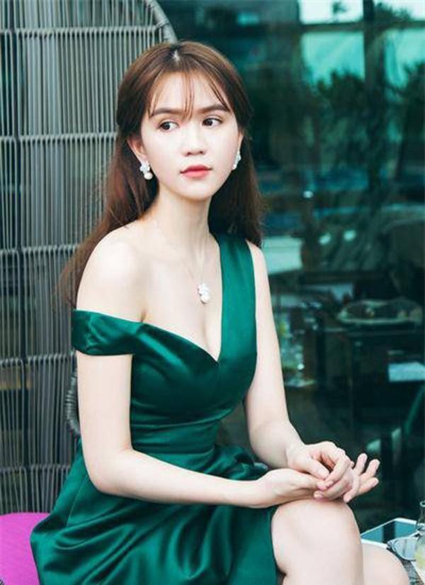 Ngọc Trinh tiết lộ cô từ chối lời mời đi khách nghìn đô vì không muốn làm gái.