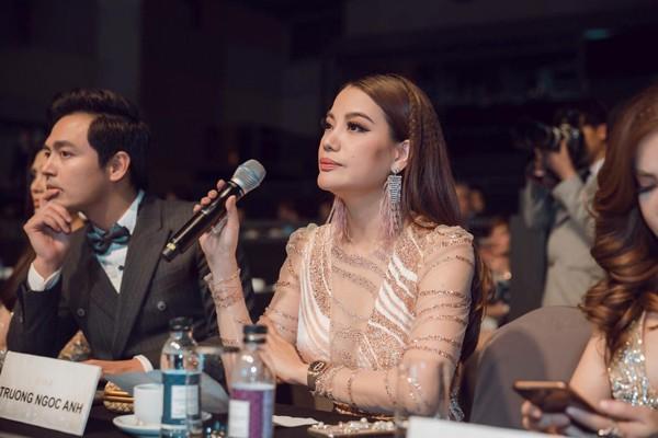 MC Phan Anh làm giám khảo trong một cuộc thi nhan sắc.