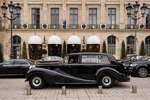 Khách sạn 5 sao Ritz nằm trên quảng trường Vendome ở Paris, nơi xảy ra vụ trộm trang sức hôm 7/9. Ảnh: AFP