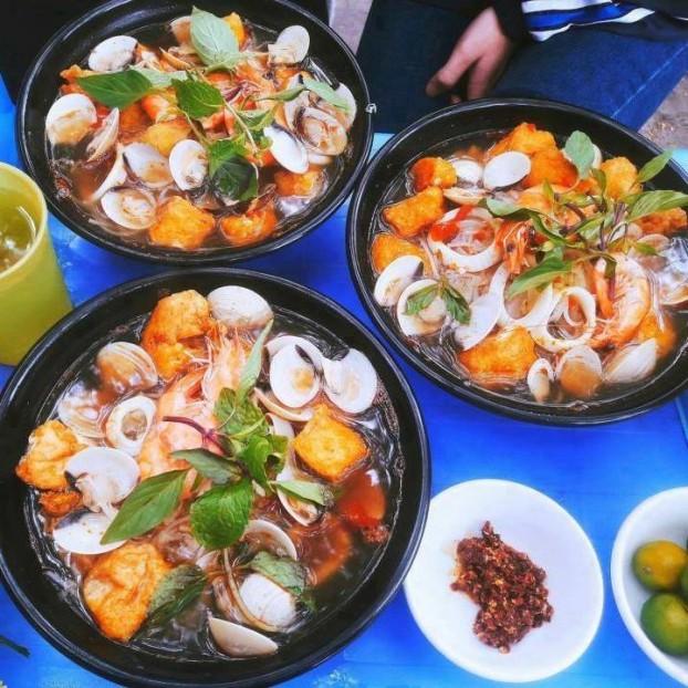 Nếu thèm ăn bún Thái hải sản thì quán bún số 98A Ngụy Như Kon Tum, Thanh Xuân là gợi ý không tồi dành cho bạn. Bún có giá từ 30.000đ/bát.