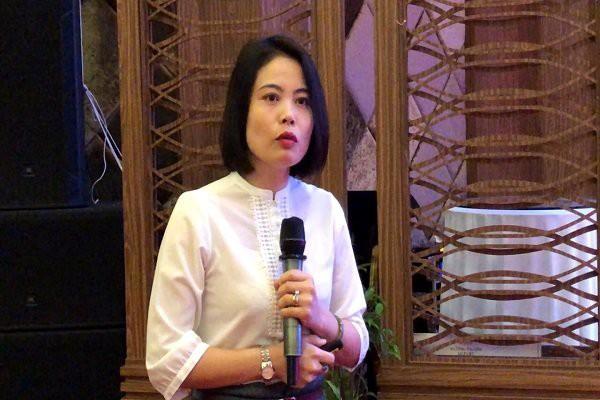 Bà Dương Thúy Anh - Cục phòng, chống HIV/AIDS trình bày tại hội nghị ở Cần Thơ.