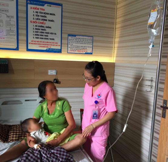 Trong gần 150 trẻ đang điều trị tại khoa, có đến 20 ca mắc viêm phổi do nhiễm virus RSV.