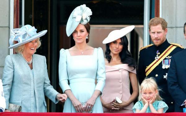 Bà Camilla bị cho là đang quấy rối hoàng gia Anh.