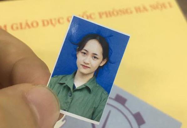 Tấm ảnh thẻ của Bảo Vân được dân mạng quan tâm