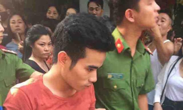 Lương Văn Dư bị cơ quan công an dẫn giải đến hiện trường vụ án.