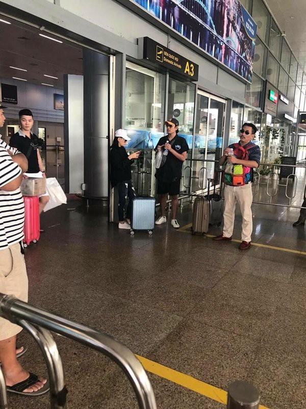 Hình ảnh được cho là của Kiều Minh Tuấn và Cát Phượng tại sân bay Đà Nẵng vào chiều nay.