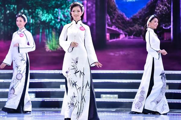 Phần thi Áo dài của nhóm thí sinh thứ nhất.