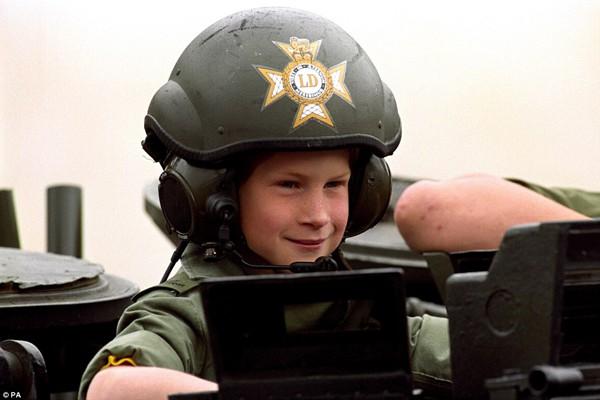 Hoàng tử Harry từng là một cậu bé ngoan và hạnh phúc.