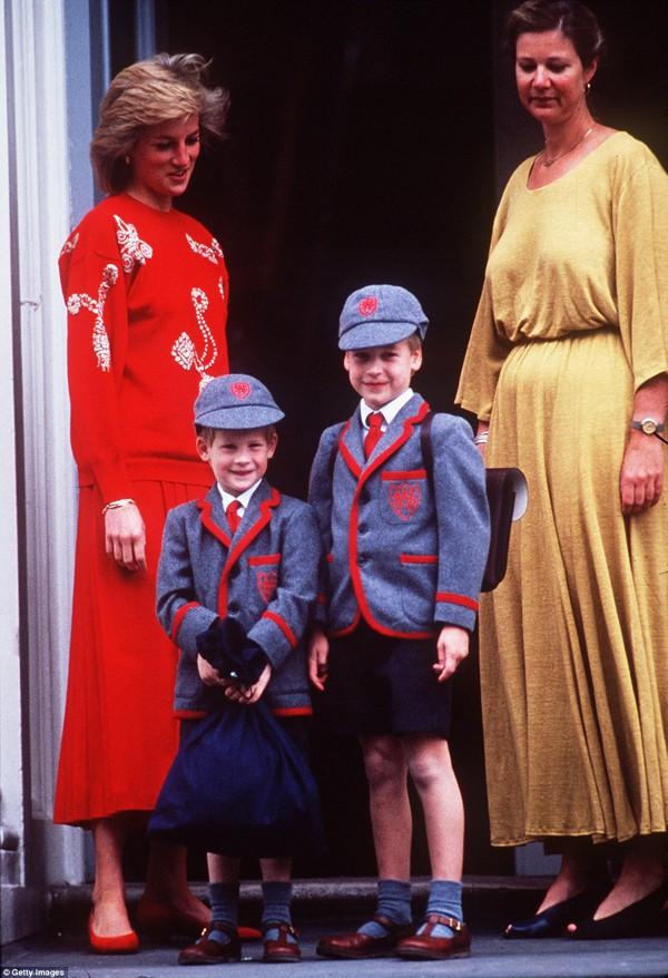 Ngày đầu tiên đi học của hoàng tử Harry.
