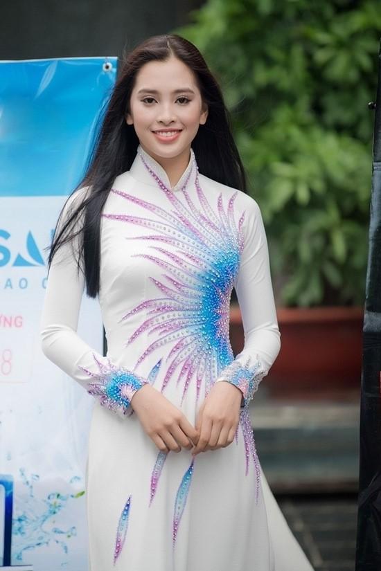 Cô gái xứ Quảng sở hữu vẻ đẹp hiện đại