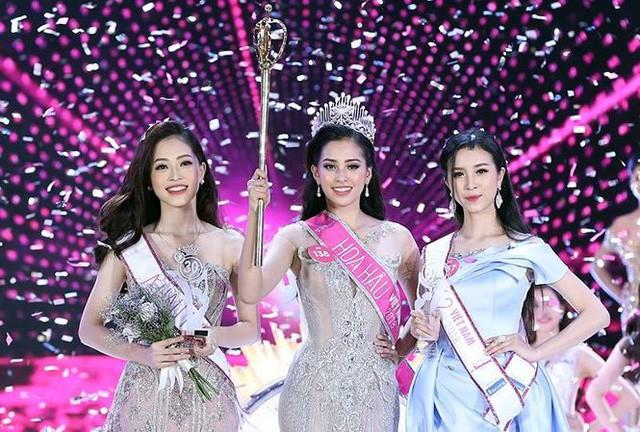 Tân hoa hậu Tiểu Vy (ảnh giữa) và hai Á hậu Việt Nam. Ảnh internet