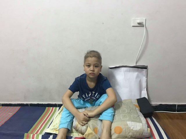 Mới 8 tuổi nhưng bé Tuấn Hưng đã mắc phải căn bệnh ung thư máu quái ác. Ảnh: PV
