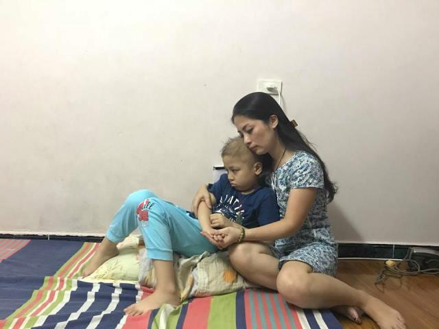 8 năm nuôi con đơn thân là biết bao đắng cay, vất vả đối với chị Thủy.