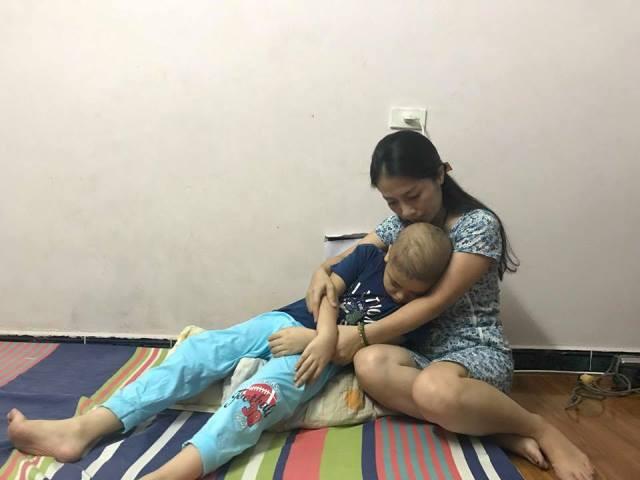 Người mẹ đơn thân mong muốn được các nhà hảo tâm ủng hộ, giúp cháu Hưng có điều kiện chữa bệnh và đến trường như bạn bè cùng trang lứa...