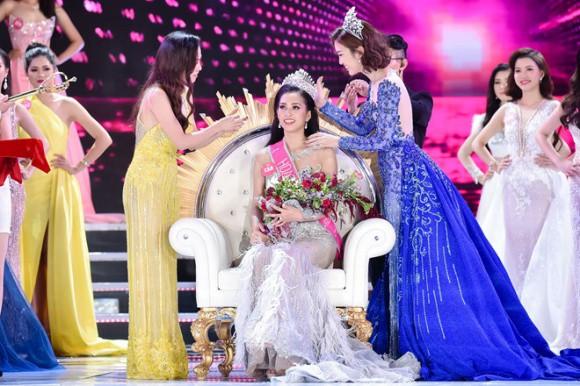 Hoa hậu Trần Tiểu Vy đăng quang Cuộc thi Hoa hậu Việt Nam 2018.