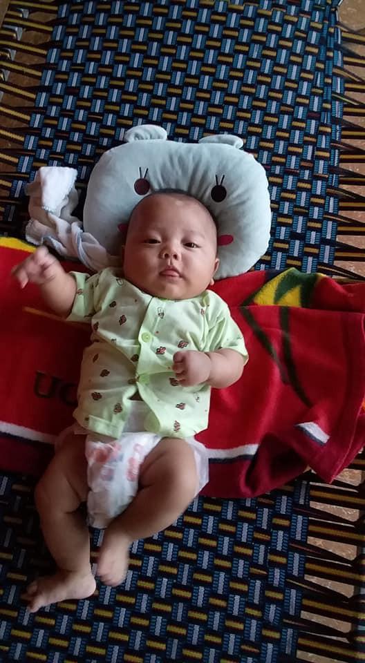 Bé Việt Anh.