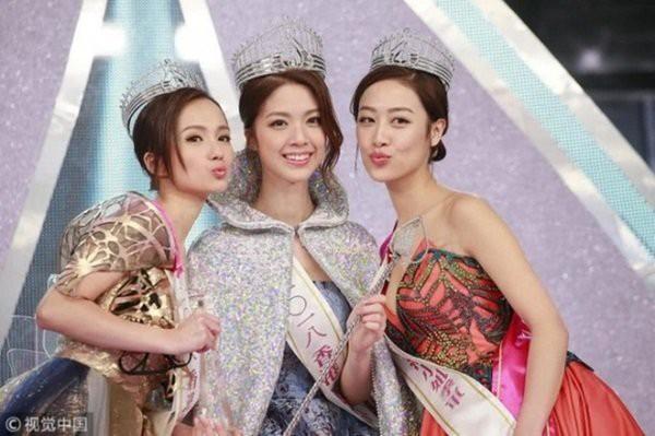 Cư dân mạng còn so sánh và cho rằng nhan sắc của Top 3 Hoa hậu Hong Kong 2018 hoàn toàn lép vế với Top 3 Hoa hậu Việt Nam 2018.