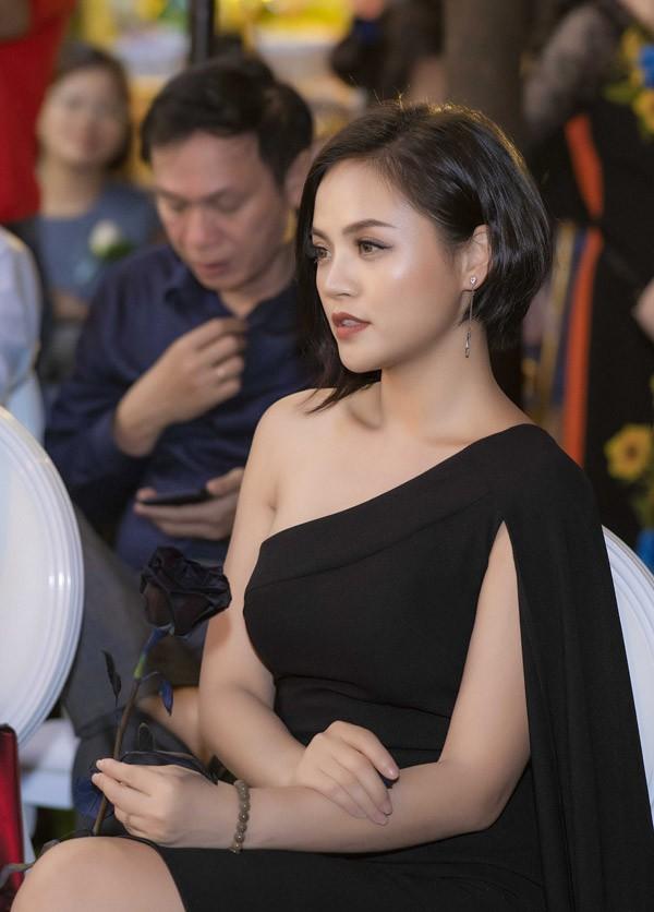 Cũng như chàng soái ca Cảnh Doãn Quốc Đam, cuộc sống của Thu Quỳnh có nhiều thay đổi sau vai My Sói trong phim Quỳnh búp bê. Nữ diễn viên liên tục xuất hiện tại nhiều sự kiện lớn, nhỏ ở Hà Nội, tậu được ôtô .