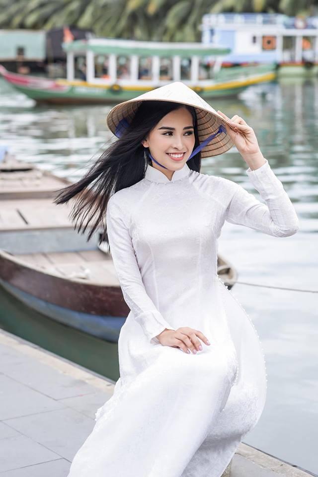 Hoa hậu Tiểu Vy , khoe đường cong 'chết người' cạnh Hoa hậu Nhân ái Nguyễn Thúc Thùy Tiên