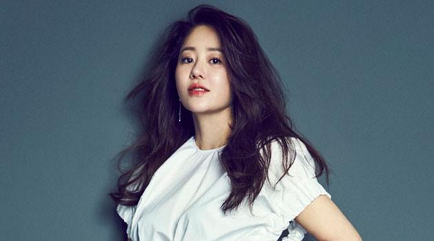 Go Huyn Jung từng khiến nhiều người ghen tị khi được làm dâu tập đoàn giàu có bậc nhất xứ sở Kim chi. Song thực tế, đây là cuôc hôn nhân đầy nước mắt của nữ diễn viên xinh đẹp.
