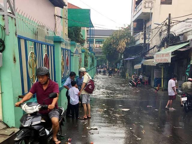Hẻm 687 đường Kinh Dương Vương ngập lụt mỗi khi mưa lớn. (ảnh: TL)