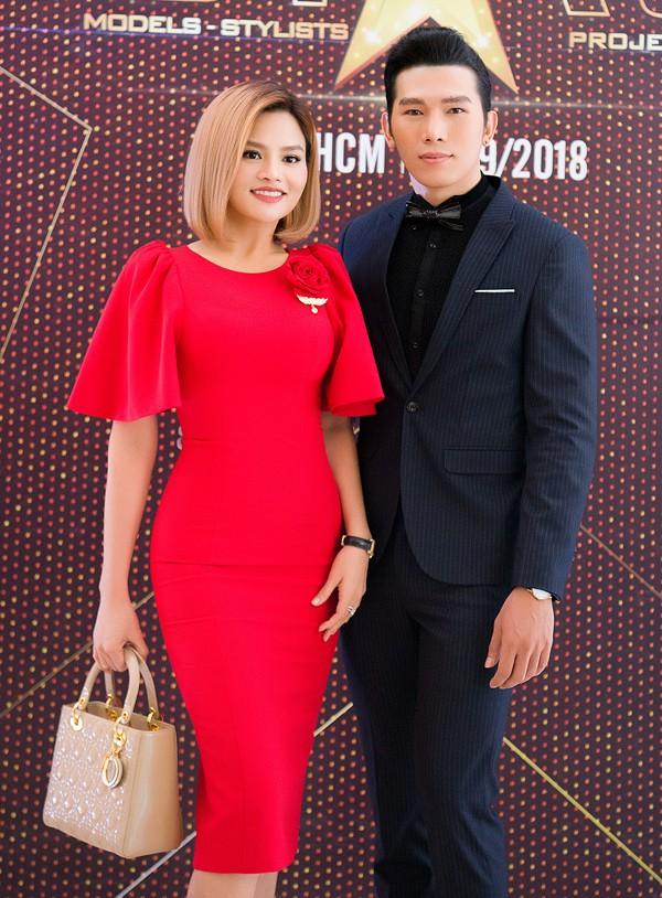 Nhà thiết kế Vũ Thu Phương mặc thanh lịch, khoe dáng thon bên siêu mẫu Ngọc Tình.