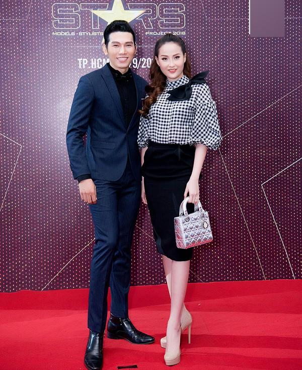 Hoa hậu Toàn cầu 2017 Khánh Ngân chỉn chu, năng động như nhân viên công sở khi đi sự kiện.