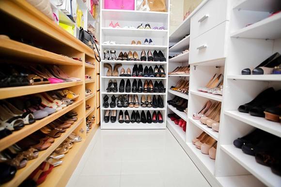 Bộ sưu tập giày trước đây của Dương Cẩm Lynh trong ngôi biệt thự triệu đô.