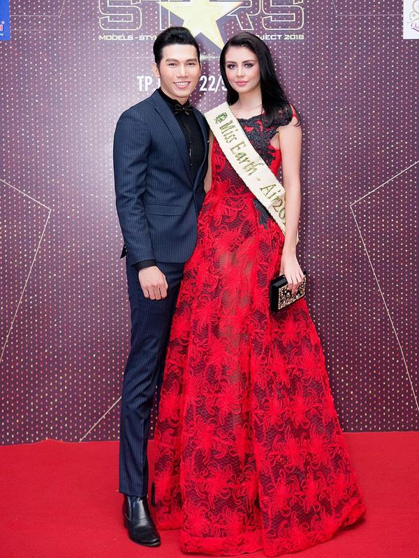 Miss Earth Air 2016 Michelle Gómez đến Việt Nam làm giám khảo. Mỹ nhân người Columbia đánh giá cao sắc vóc, tài năng của các người mẫu Việt.