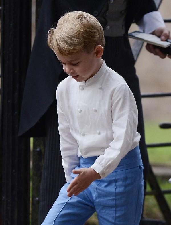 Hoàng tử nhí George phấn khích vì được tham gia bữa tiệc.