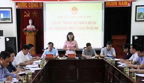 """Phó trưởng đoàn Đại biểu Quốc hội tỉnh Bắc Ninh - bà Trần Thị Hằng phát biểu tại buổi khảo sát chuyên đề về """"Đánh giá chất lượng và hiệu quả hoạt động của hệ thống y tế cơ sở"""" tại Sở Y tế Bắc Ninh."""