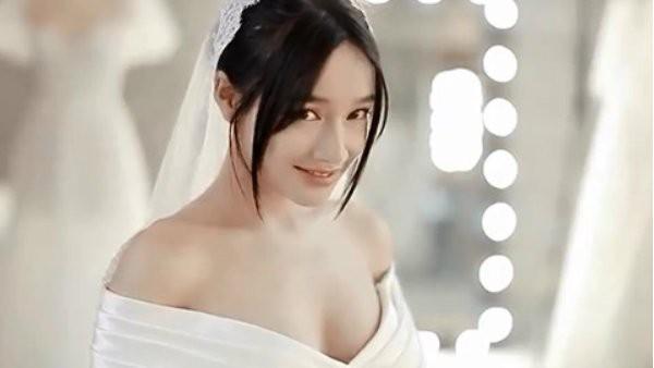 Nhã Phương rạng rỡ trong những bộ váy cưới.