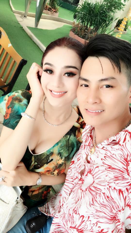 Lâm Khánh Chi và ông xã hạnh phúc vì kế hoạch sinh con diễn ra suôn sẻ.
