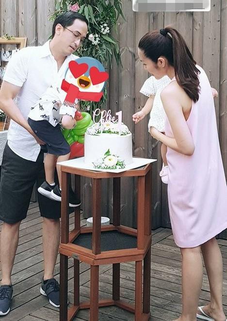 Vợ chồng Tăng Thanh Hà vốn kín tiếng trong việc chia sẻ ảnh con cái lên trang mạng xã hội, đôi lúc chỉ là những bức hình đều được chụp khuất mặt hoặc bị che lại.