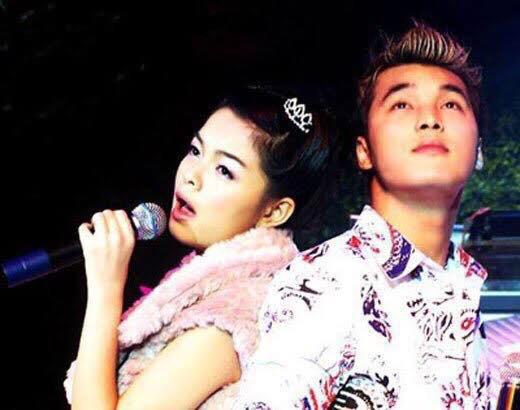 17 năm trước, Phạm Quỳnh Anh - Ưng Hoàng Phúc đều mới theo đuổi sự nghiệp ca hát và chính niềm đam mê âm nhạc đã giúp tình bạn của họ được nảy nở, kéo dài đến tận bây giờ.