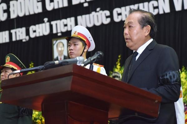 Phó Thủ tướng Trương Hòa Bình tuyên bố lễ truy điệu bắt đầu. Ảnh: VnExpress