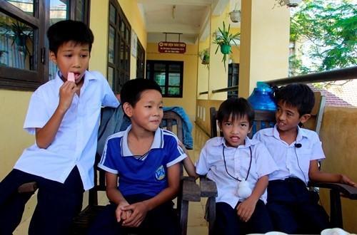 Học sinh Lê Văn Vũ (bìa phải) cùng 3 bạn học gặp nạn khi tắm sông.