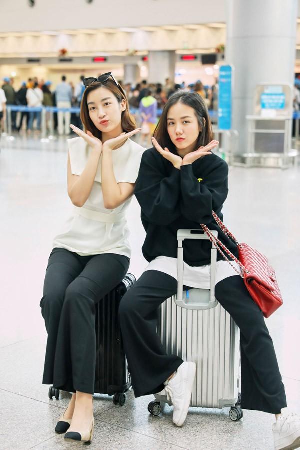 Phương Ly hơn Đỗ Mỹ Linh 6 tuổi nhưng không hề thua kém Hoa hậu về vẻ tươi trẻ.
