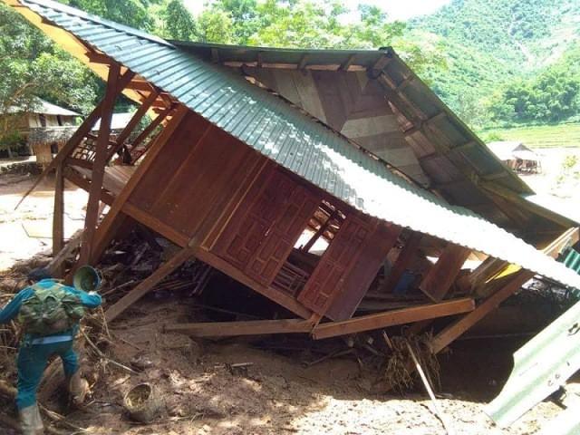 65/89 căn hộ của người dân bản Pọong bị cuốn trôi