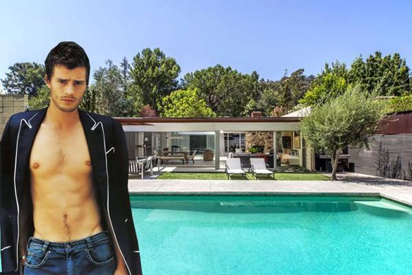 Theo Observer, tài tử của phim 50 sắc thái - Jamie Dornan đang sở hữu một căn biệt thự sang trọng rộng hơn 200 mét vuông tại Los Angeles.