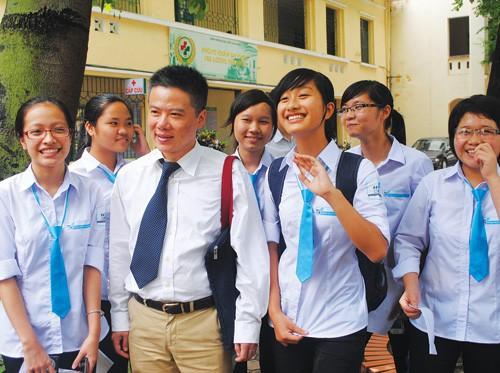 GS. Ngô Bảo Châu trong lần về thăm Trường THPT Chuyên KHTN - nơi anh từng học tập